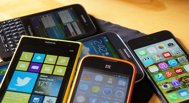 Tous ces smartphones sont différents, lequel choisir ? https://www.flickr.com/photos/jfingas/