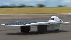 La sunswift dernier modèle (2009) pèse 140 Kg et peut rouler à près de 90 Km/h.
